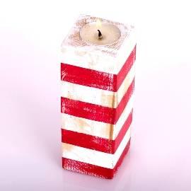 Красная и белая свеча