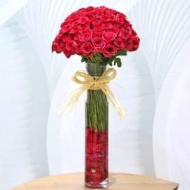 Stylish Arrangement of Roses