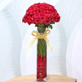 Stylish Arrangement of Roses