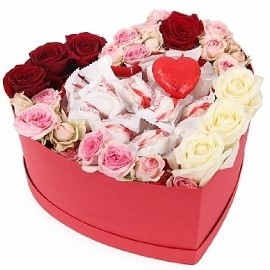 Коробка в Форме Сердца с Розами и Раффаэлло