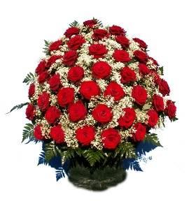 100 Կարմիր Վարդով Ծաղկեպսակ