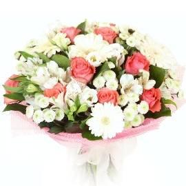 Персиковые Розы и Белые Цветы
