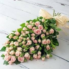 27 розовых кустовых роз