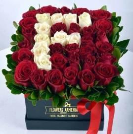 Розы в коробке.
